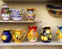Plato de cerámica de la costa de Amalfi foto de archivo