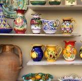 Plato de cerámica de la costa de Amalfi imagenes de archivo