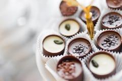 Plato de chocolates Imagen de archivo libre de regalías