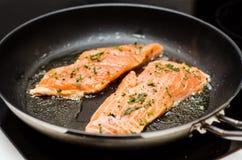 Plato de color salmón imagen de archivo