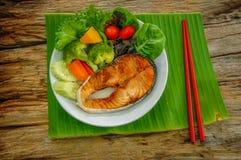 Plato de color salmón asado a la parilla Foto de archivo libre de regalías