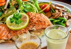 Plato de color salmón asado a la parilla Imagenes de archivo