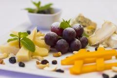Plato de fruta para un banquete Imagen de archivo libre de regalías