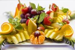 Plato de fruta para un banquete Imágenes de archivo libres de regalías