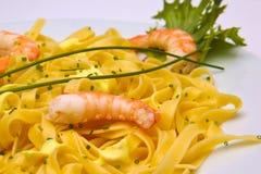 Plato de las pastas del camarón Fotos de archivo libres de regalías
