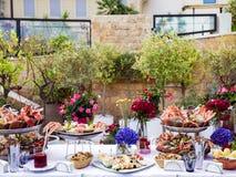 Plato de los mariscos servido en la tabla del restaurante Fotos de archivo