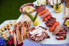 Plato de los mariscos servido en la tabla del restaurante Imágenes de archivo libres de regalías