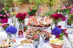 Plato de los mariscos servido en la tabla del restaurante Fotografía de archivo libre de regalías