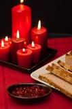 Plato de pascua de la coronilla con las copas de vino Imágenes de archivo libres de regalías