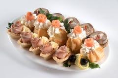 Plato de pescados de color salmón y de color salmón fotos de archivo libres de regalías