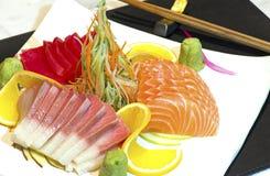 Plato de pescados crudos japonés imagen de archivo libre de regalías