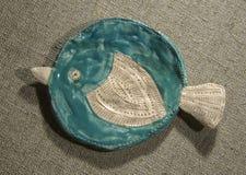 Plato de pescados de la arcilla imagen de archivo libre de regalías