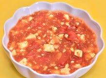 Plato del queso de soja del tomate foto de archivo