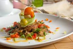 Plato del restaurante - aperitivo del bruschetta Imagen de archivo libre de regalías
