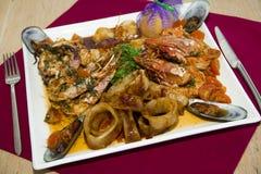plato del restaurante - mariscos imagen de archivo
