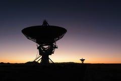 Plato enorme de la antena en el arsenal muy grande Fotografía de archivo