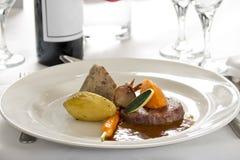Plato gastrónomo del filete en restaurante Imagen de archivo libre de regalías