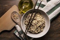 Plato hermoso del estilo japonés del arroz de la quinoa imagen de archivo libre de regalías