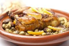 Plato marroquí con el pollo y el limón Imagenes de archivo