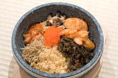 Plato mezclado del arroz del tazón de fuente de piedra japonés foto de archivo