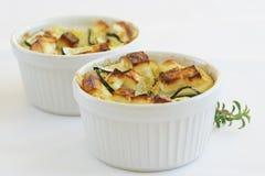 plato Queso-rematado del calabacín y del queso Feta Imagen de archivo libre de regalías
