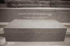 Plato Quote auf Stein B/W Stockbild