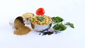 Plato vegetariano indio del sur de Pongal hecho usando el mijo y los ingredientes de cola de zorra imagen de archivo
