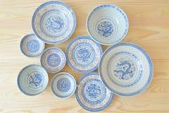 Platos azules y blancos del estilo chino del vintage Imagen de archivo