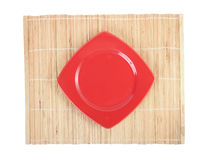 Platos blancos vacíos y palillos de madera Foto de archivo