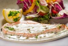 Platos de la cocina internacional en un restaurante Foto de archivo libre de regalías