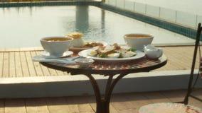 Platos de la cocina tailandesa 4K Vector por la piscina Almuerzo tradicional tailand?s por la piscina metrajes
