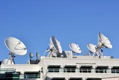 Platos de las comunicaciones basadas en los satélites Imagen de archivo libre de regalías