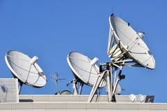 Platos de las comunicaciones basadas en los satélites Fotografía de archivo libre de regalías