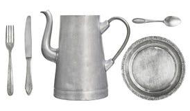 Platos del vintage Cuchara vieja, bifurcación, cuchillo, caldera, placa aislada en el fondo blanco fotografía de archivo libre de regalías
