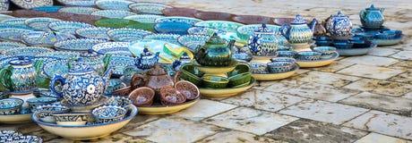 Platos multicolores del Uzbek para la consumición del té fotografía de archivo