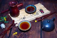 Platos para la ceremonia de t? china foto de archivo