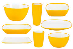 Platos plásticos amarillos en el fondo blanco Fotos de archivo libres de regalías