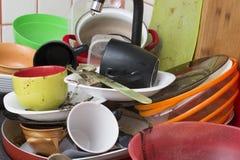 Platos sucios en el fregadero Fotos de archivo libres de regalías