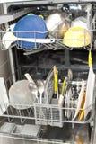 Platos sucios en el lavaplatos Foto de archivo libre de regalías