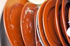 Platos sucios en el lavaplatos Imagenes de archivo