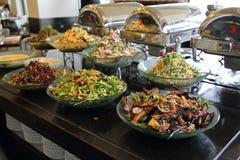 Platos vegetarianos en el restaurante del hotel fotos de archivo libres de regalías