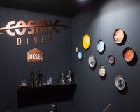 Platos y cubiertos diesel en la exhibición en HOMI, demostración internacional del hogar en Milán, Italia Imagen de archivo
