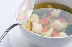 Plats chauds Potage aux légumes avec le chou-fleur, brocoli, carottes Image stock