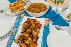 Plats délicieux à une table Image stock