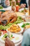 plats délicieux sur la table de thanksgiving photographie stock