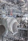 Plats dans le lave-vaisselle photographie stock libre de droits