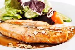 Plats de poisson chauds - bifteck saumoné Photographie stock