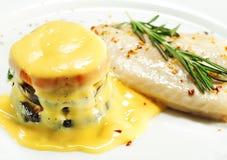 Plats de poisson chauds - semelle avec la courgette Image stock