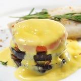 Plats de poisson chauds - semelle avec la courgette Images stock