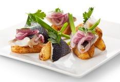 Plats de poisson froids - poissons avec la pomme de terre Photo stock